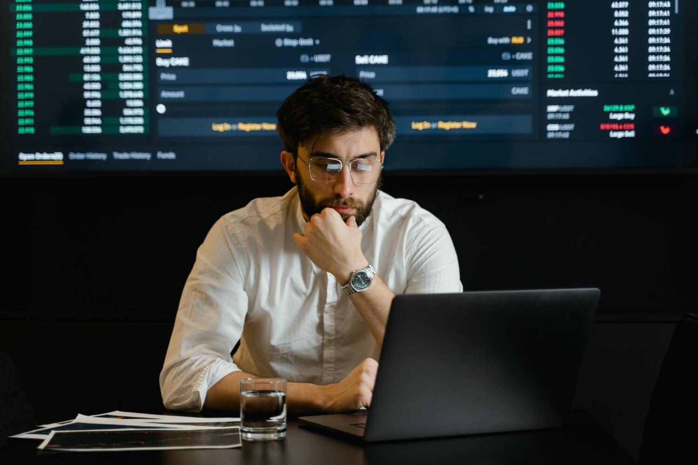 Business Intelligence worker